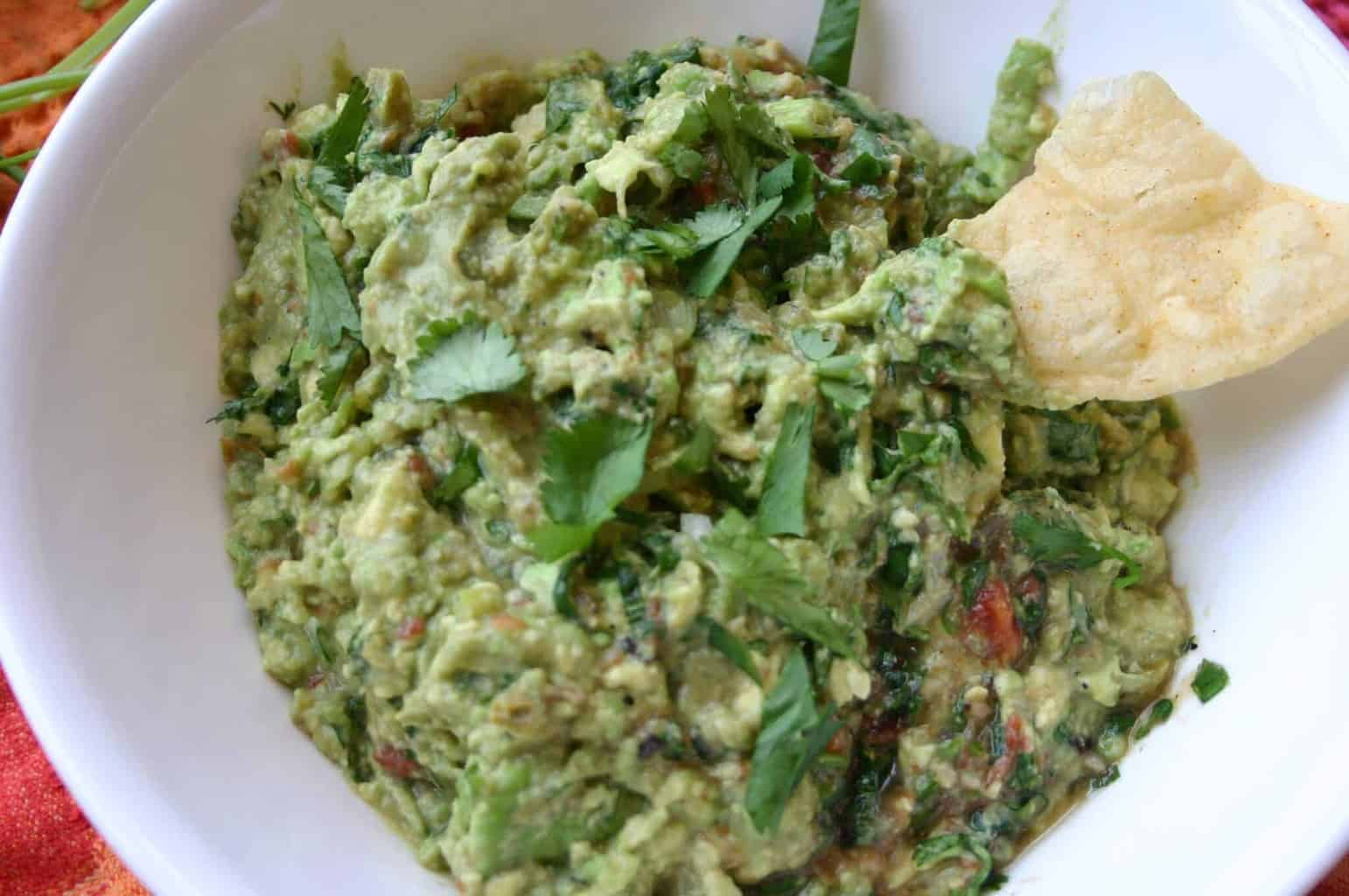 Best Homemade guacamole to feed a crowd!