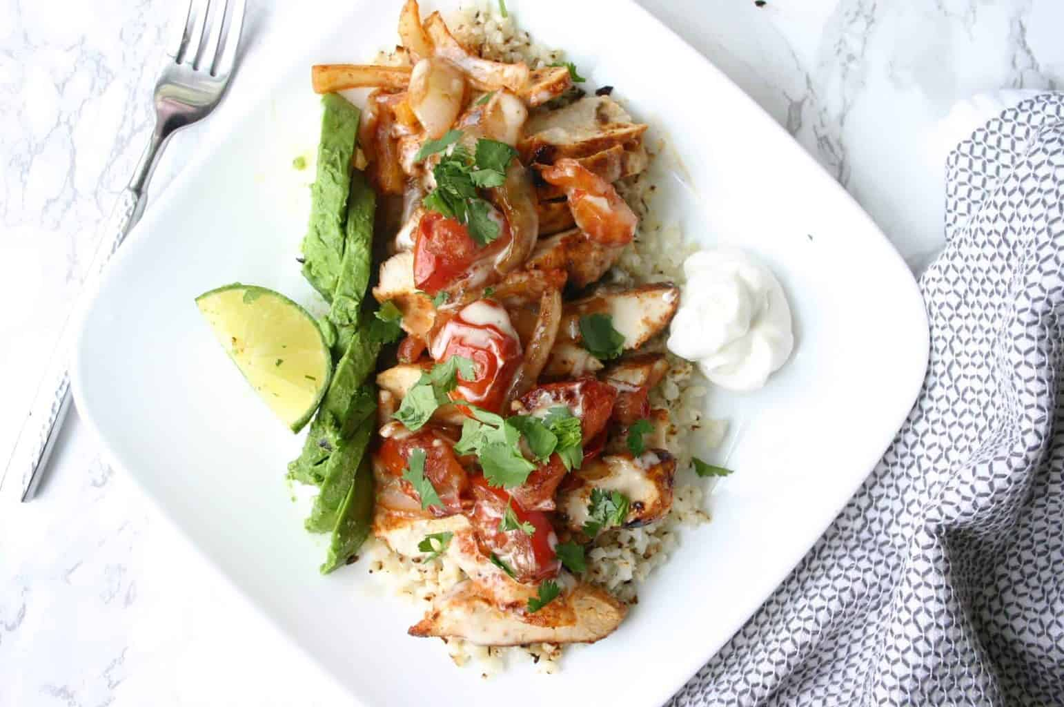 One of the best cauliflower rice recipes - Arroz con pollo with cauliflower rice!
