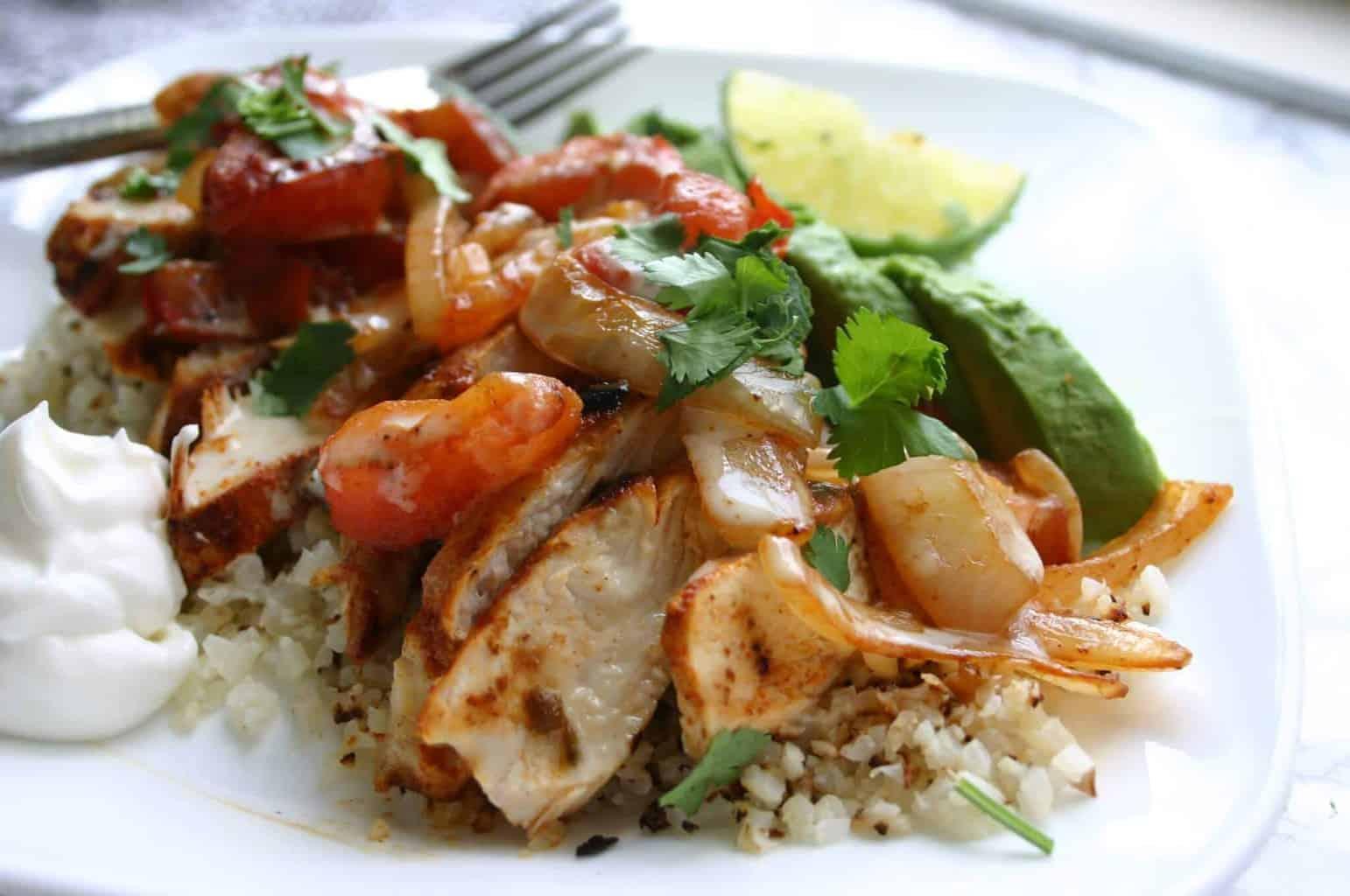 Mexican fajita chicken over cauliflower rice - low carb cauliflower rice recipes!