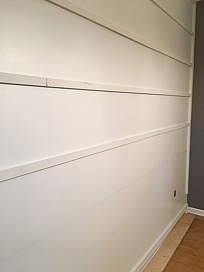 Want an easy farmhouse style DIY wall treatment? Try this DIY reverse shiplap wall treatment to add texture and interest to plain walls!