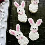 Make these easy bunny Rice Krispies treats for Easter! Find out how to make these fun Easter treats for kids without a cookie cutter! Perfect Easter treats for class parties, Easter desserts for kids, and more!