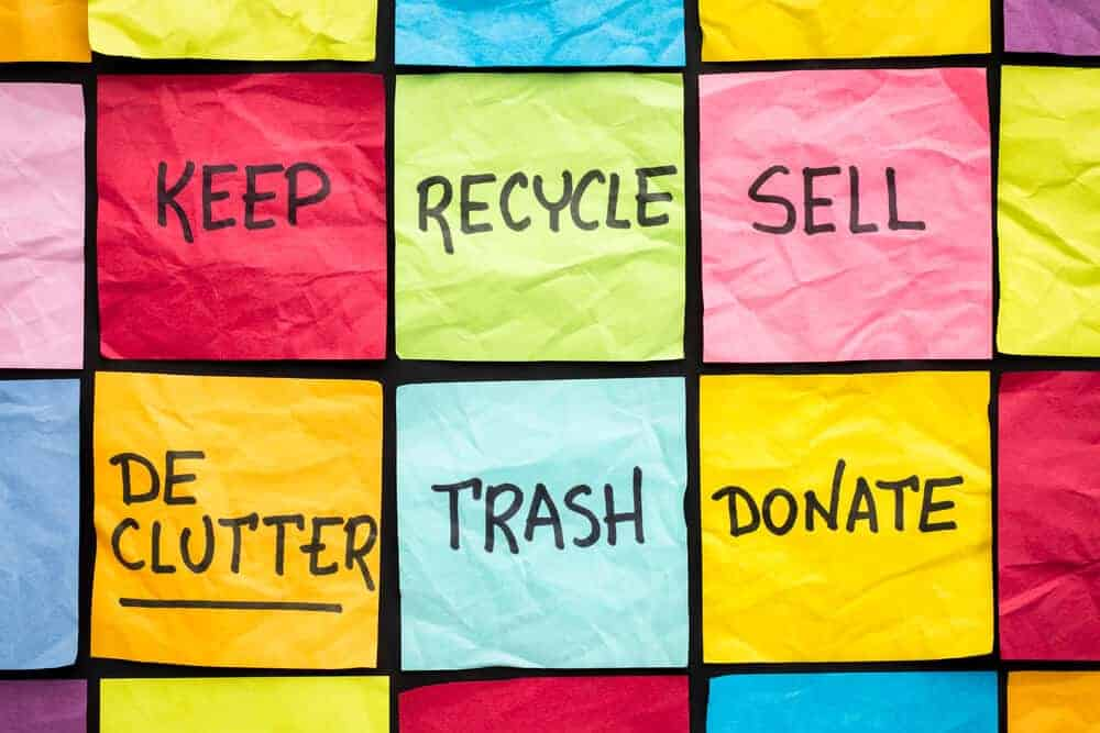 sticky notes that say keep recycle sell declutter trash donate