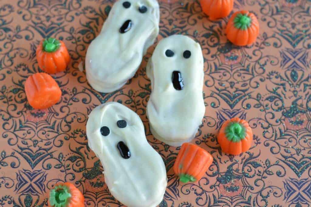 Halloween cookies for kids decorated to look like ghosts